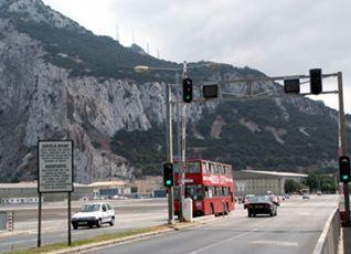 ヨーロッパに残る最後の英領植民地、ジブラルタル 二階建てロンドンバスが走る(笑)