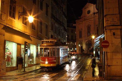 夜のリスボン、トラムもいい