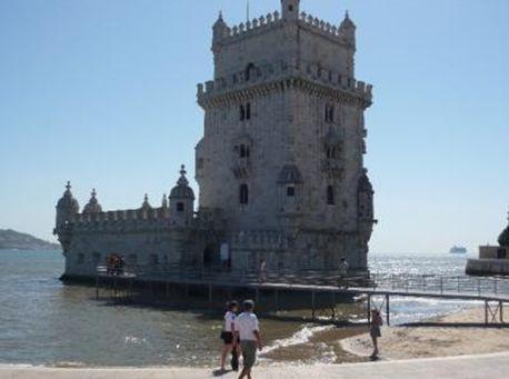 あまりにも有名なベレンの塔。16世紀にマヌエル1世によって、船の出入りを監視する要塞