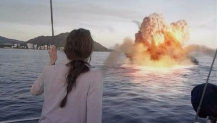 神男166 スクープ目的で会長に同行したボベは会長が奪って逃げたボートが爆破炎上するのを見て