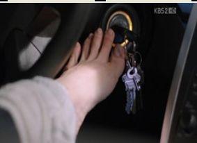 強3C 鍵を足で抜き取って